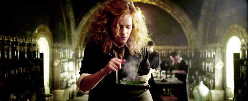 Emma-watson-half-blood-prince-harry-potter-hermione-hermione-granger-potion-Favim_com-45655